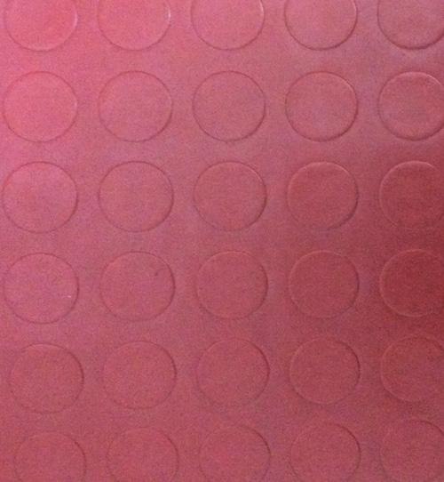 Thảm nhựa nút tròn màu đỏ