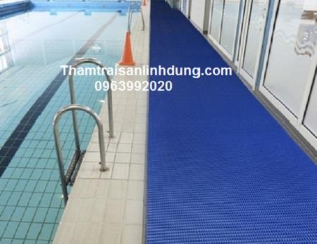 Thảm nhựa rối chùi chân bể bơi